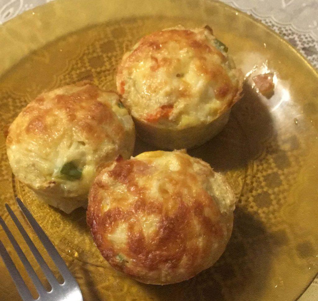 Muffin de legumes no prato